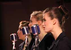 Three_Singers_250X175
